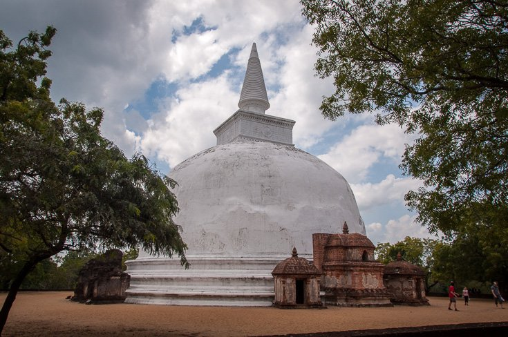 10 Must See Things In The Ancient City Polonnaruwa