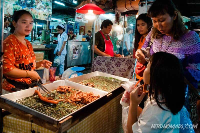 Delicious Thai street food at Klong San Market in Bangkok