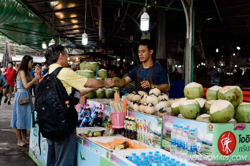 Lots of delicious food and drinks to buy at Chatuchak Market in Bangkok