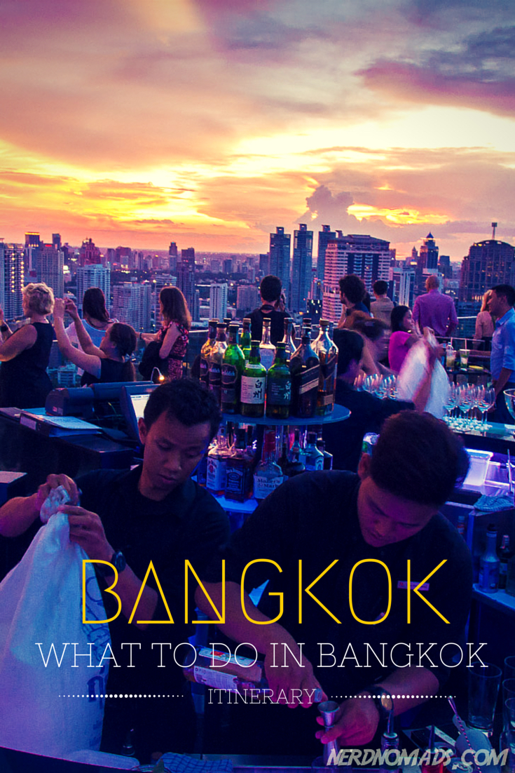 The ultimate Bangkok itinerary with all the best things to do in Bangkok! Included in this three day Bangkok itinerary are Bangkok Grand Palace, Bangkok Wat Arun, Asiatique, Golden Mount Temple, Bangkok Sky Bar, Bangkok Chinatown, Bangkok Market, Bangkok shopping, and Bangkok food. Bangkok Travel | Bangko Photography | What To Do In Bangkok | Bangkok Outfit | What To Wear In Bangkok