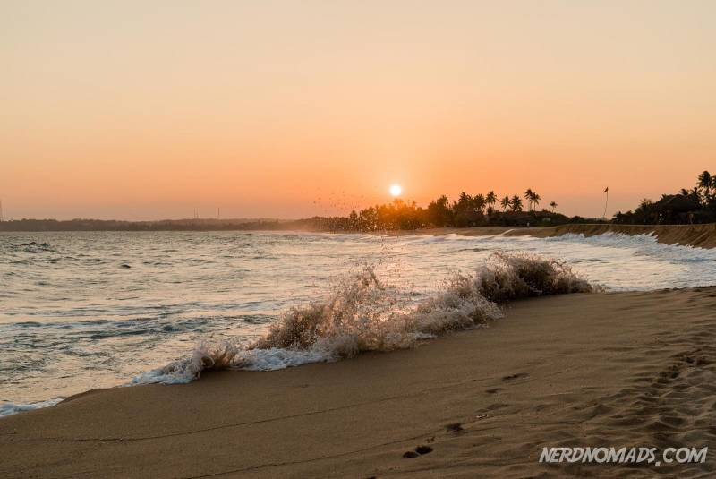 Sunset and waves at the stunning Tangalle Beach in Sri Lanka