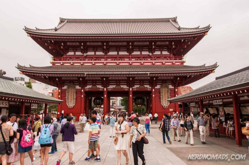 the Kaminarimon Gate Tokyo