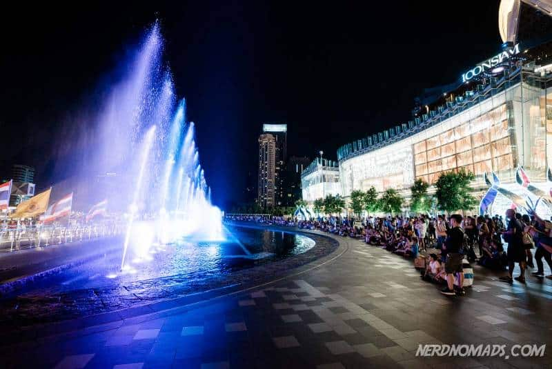 Every night there is a spectacular sound-and-light show at the IconSiam fountain