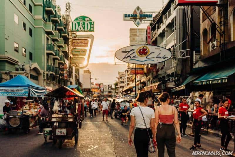 Bangkokś famous Khao San Road