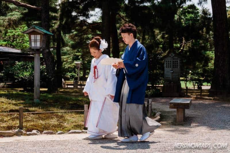 Japanese wedding couple in Kenrokuen Garden Kanazawa