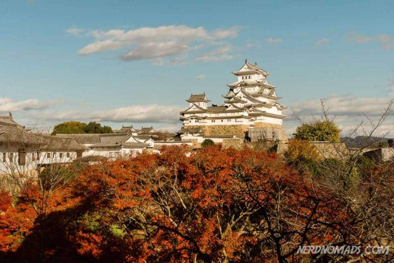 Himeji castle is beautiful at autumn with autumn colors