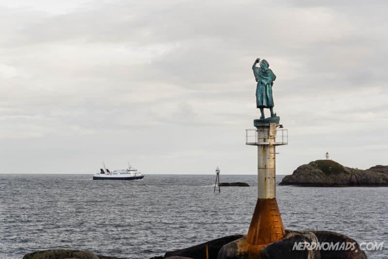 Fiskerkona Fisherman's wife Statue Svinoya, Svolvaer, Lofoten
