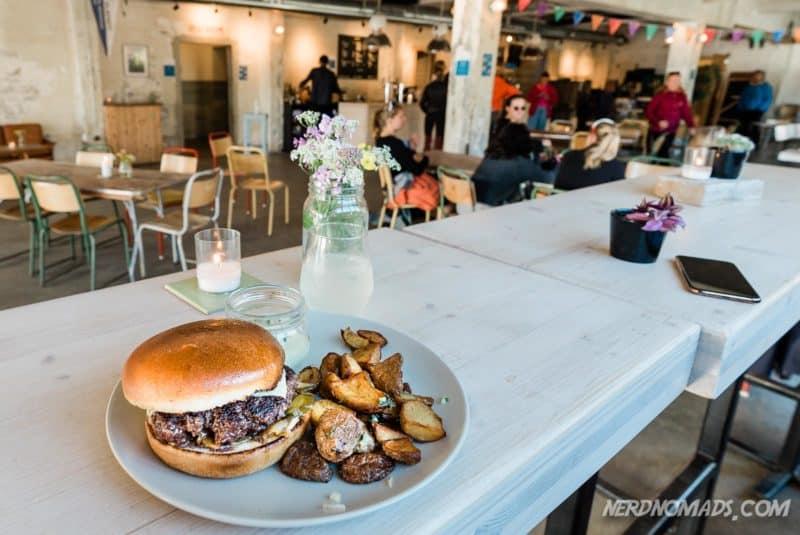 Hamburger at Trevarefabrikken Henningsvaer Lofoten