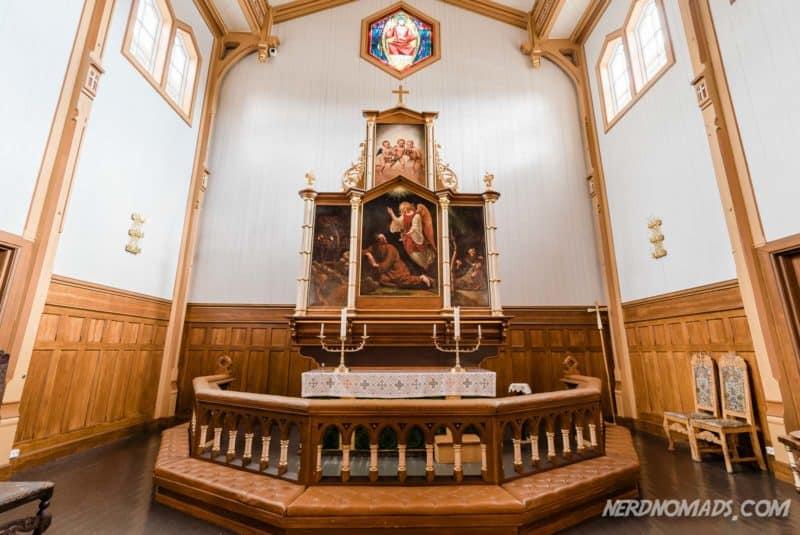 The beautiful altar piece inside Lofoten Cathedral in Kabelvåg/ Kabelvag